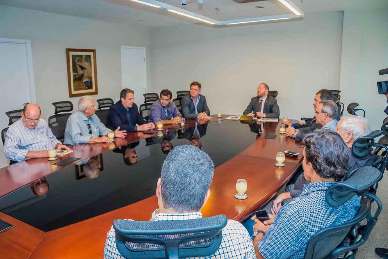 Othelino Neto recebe representantes da Associação de Dirigentes de Empresas do Mercado Imobiliário