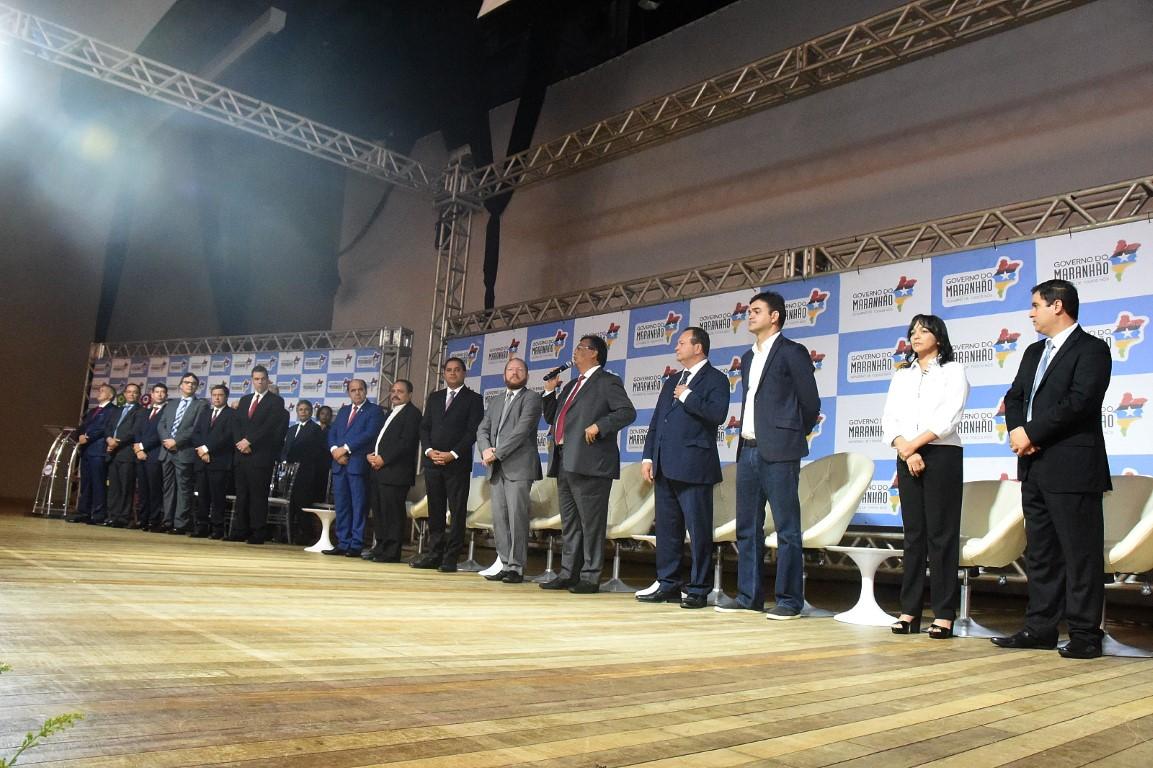Deputados prestigiam posse coletiva  de novos secretários e diretores do Estado