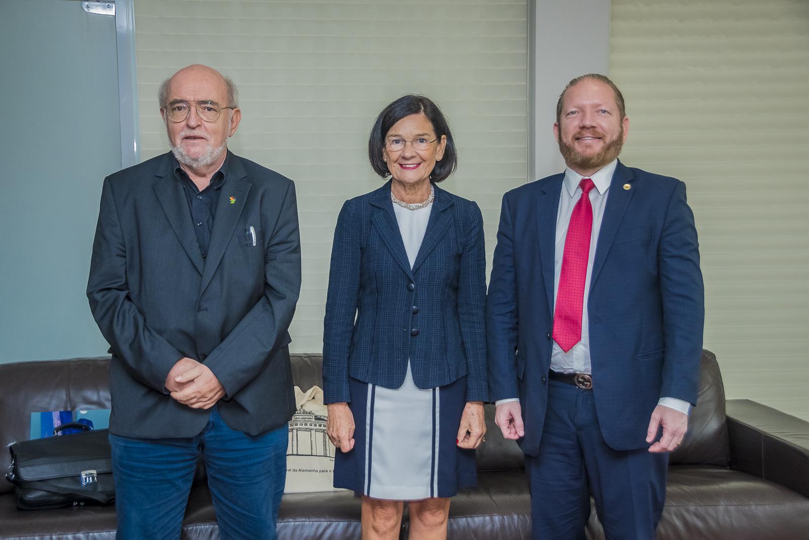 Presidente Othelino Neto recebe a cônsul da Alemanha para o Nordeste