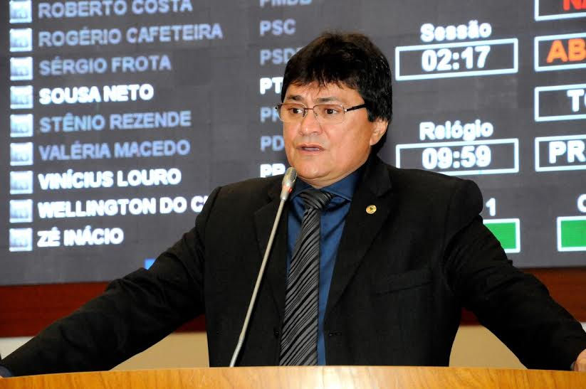 Deputado Léo Cunha pede rede de água para o bairro Santa Luzia, em Imperatriz