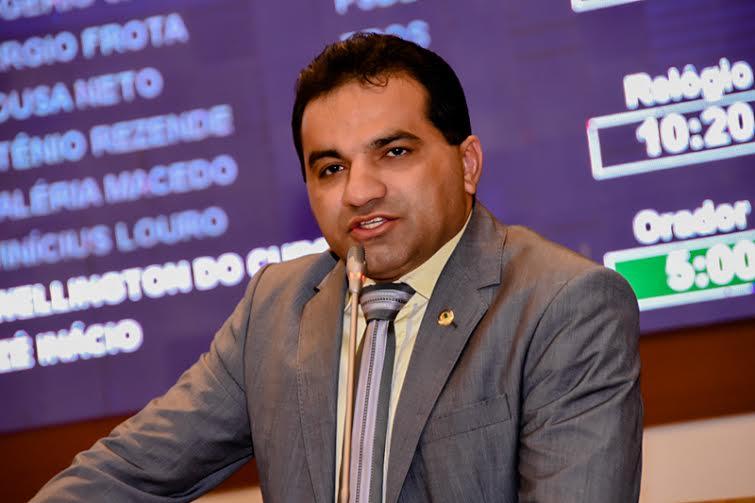 Josimar de Maranhãozinho defende projeto em favor do consumidor