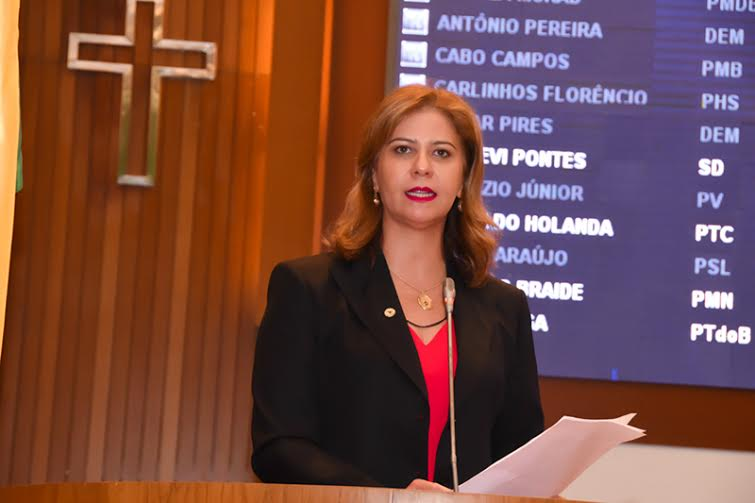 Valéria pede quadra poliesportiva para o município de Timbiras