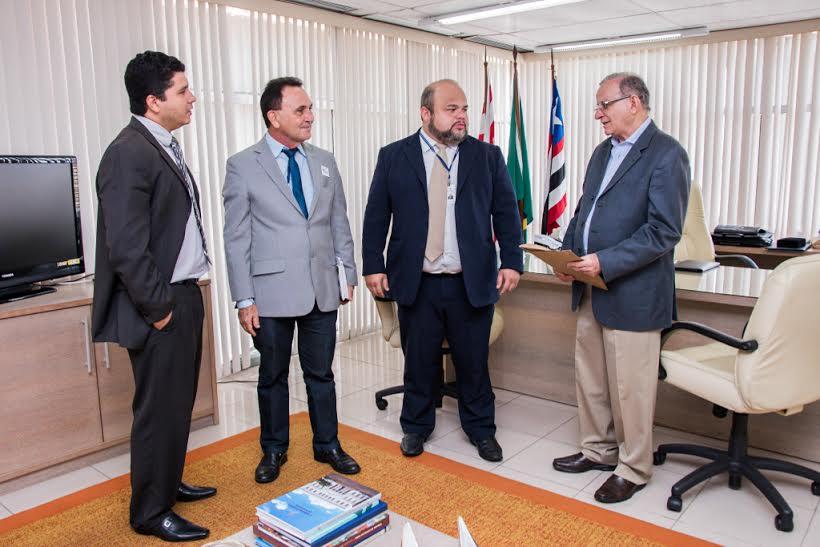 Diretores da Assembleia entregam Relatório de Prestação de Contas da Assembleia ao TCE