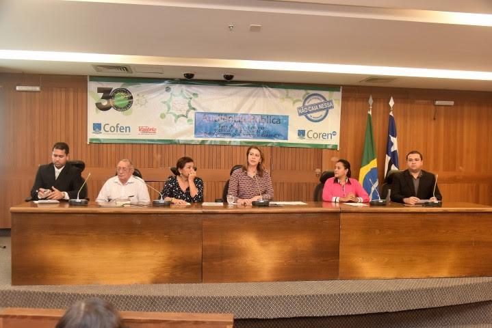 Valéria Macedo debate ensino de enfermagem à distância em audiência pública