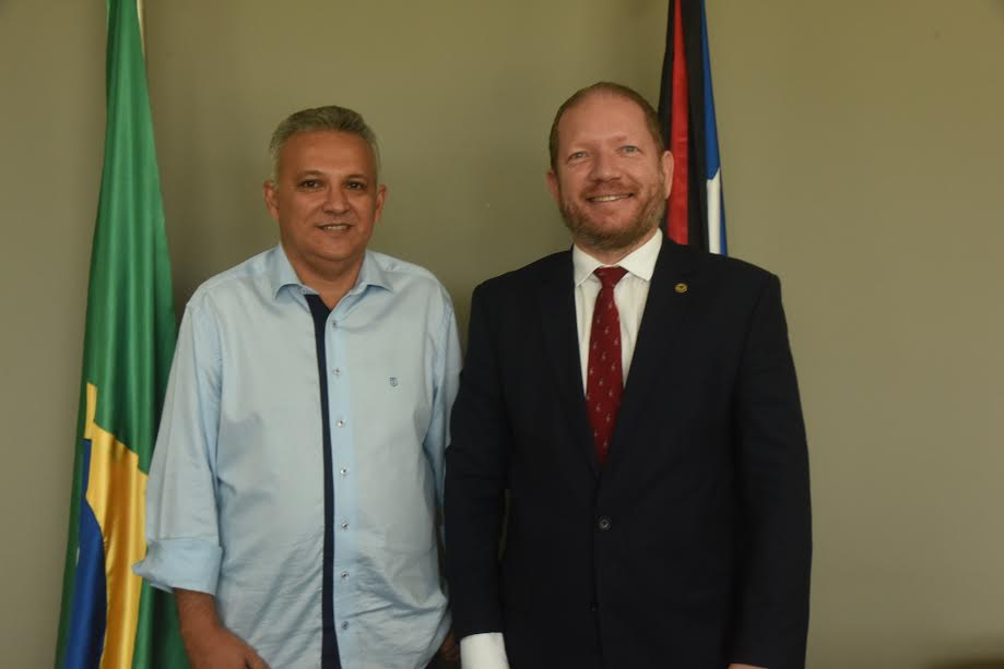 Othelino Neto recebe a visita do prefeito eleito de Santa Helena, Zezildo Almeida