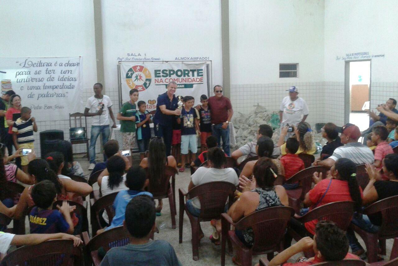 Sérgio Frota premia alunos do Projeto Esporte na Comunidade em Arari
