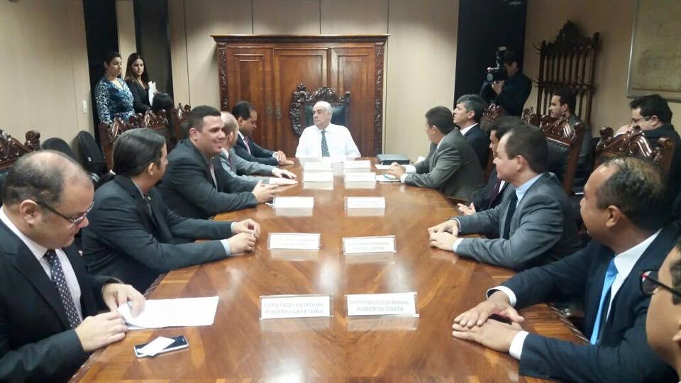 Deputados se reúnem com Ministro dos Transportes em Brasília para cobrar manutenção da BR 135