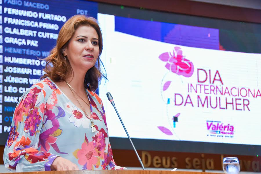 Valéria Macedo preside sessão especial do Dia Internacional da Mulher