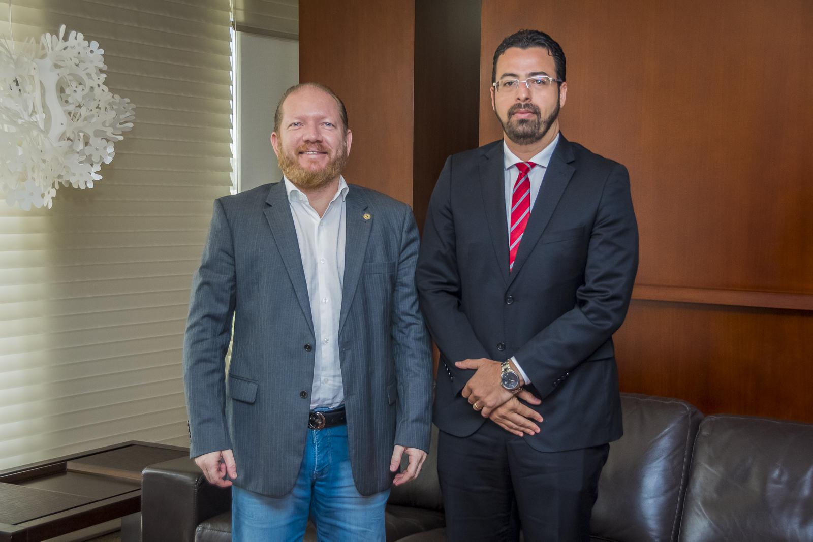 Othelino Neto recebe visita de cortesia do presidente da Associação dos Magistrados do Maranhão