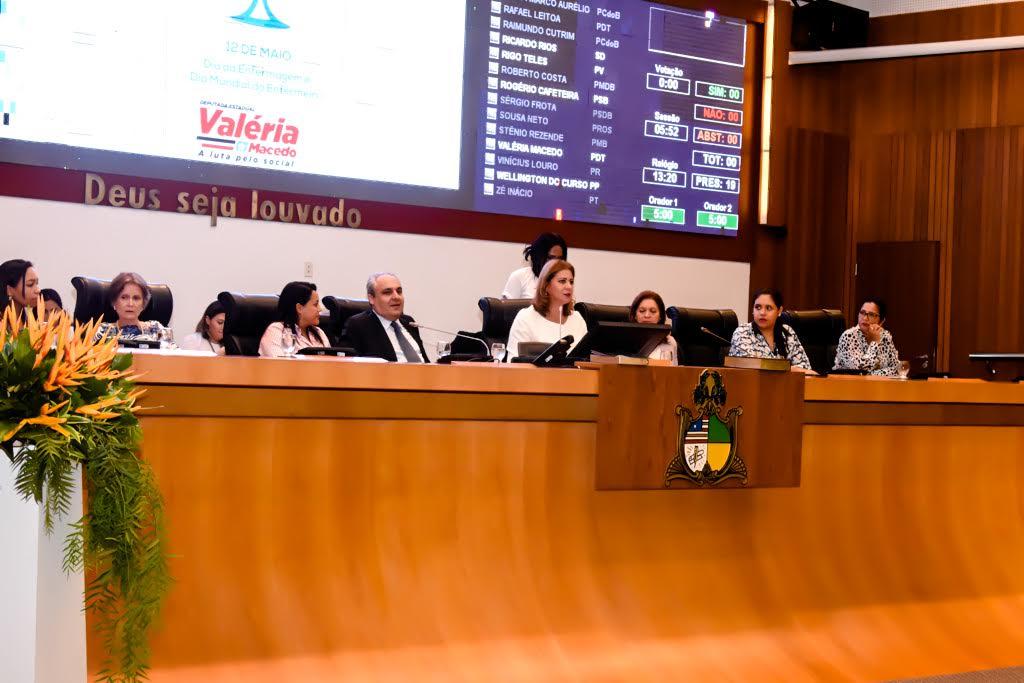 Valéria Macedo faz sessão solene em homenagem ao Dia da Enfermagem