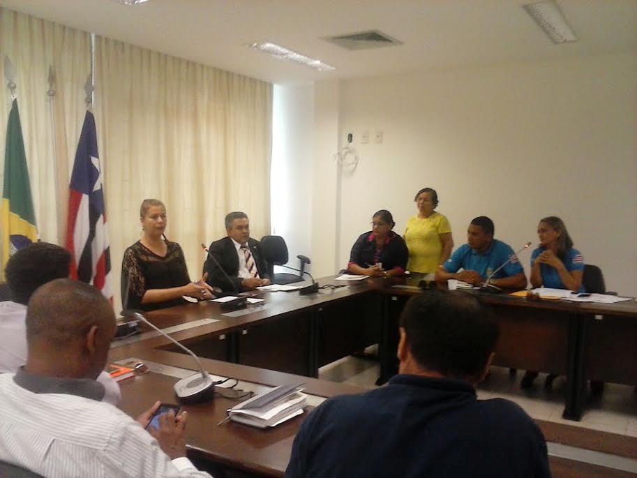 Deputada Valéria Macedo recebe comissão de agentes comunitários