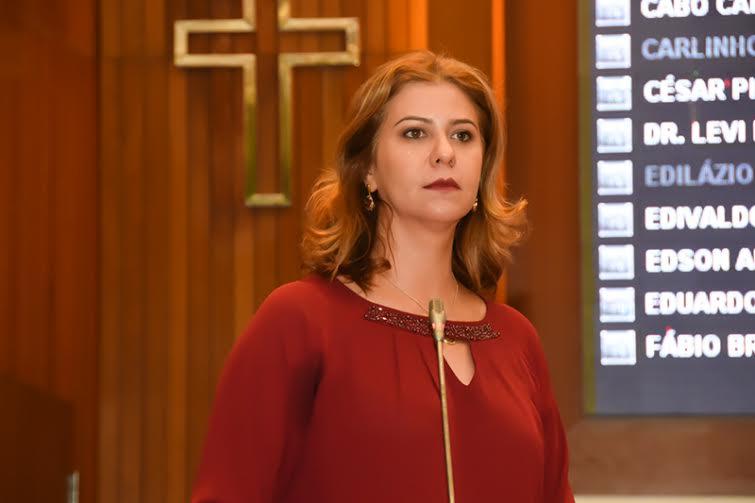 Deputada Valéria Macedo lembra os 84 anos do voto feminino no país