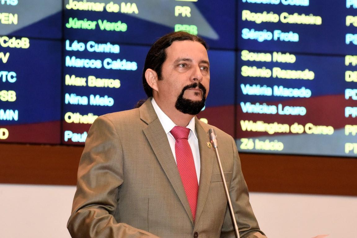 Deputado Júnior Verde solicita escola militar em Balsas