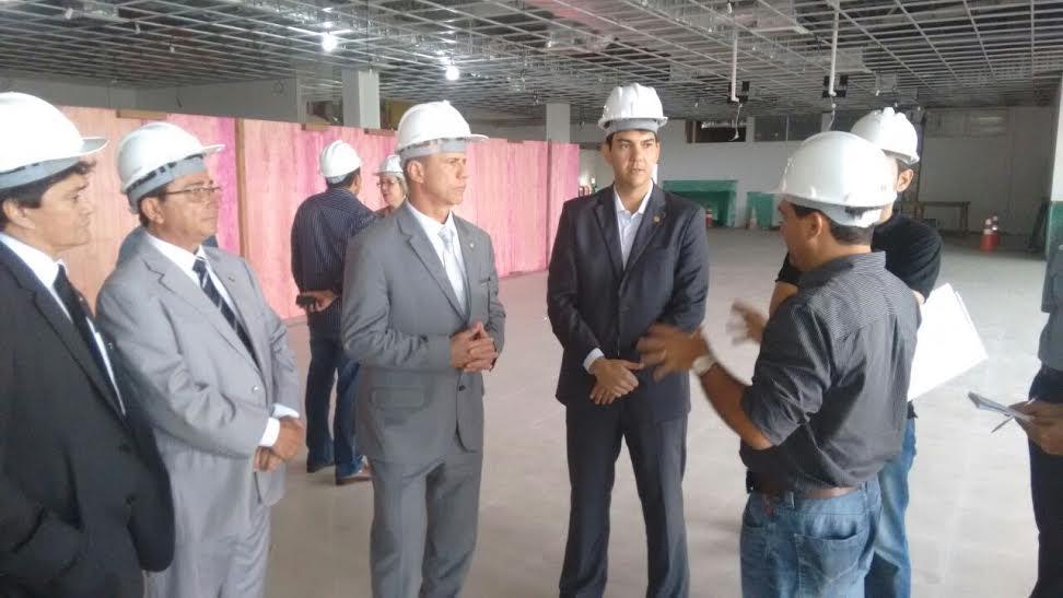 Durante vistoria, Eduardo Braide cobra a entrega de obras de ampliação do aeroporto