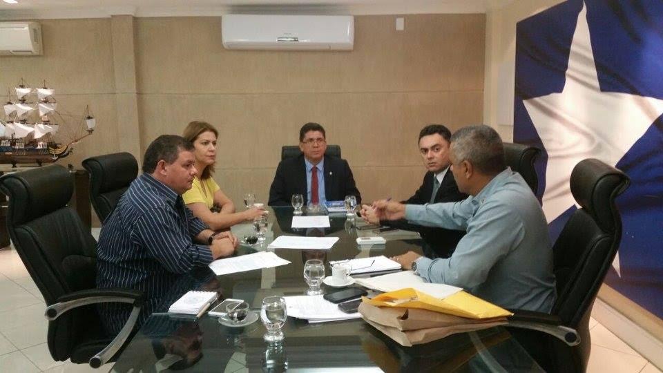 Deputada Valéria Macedo pede mais segurança para o município de Carolina