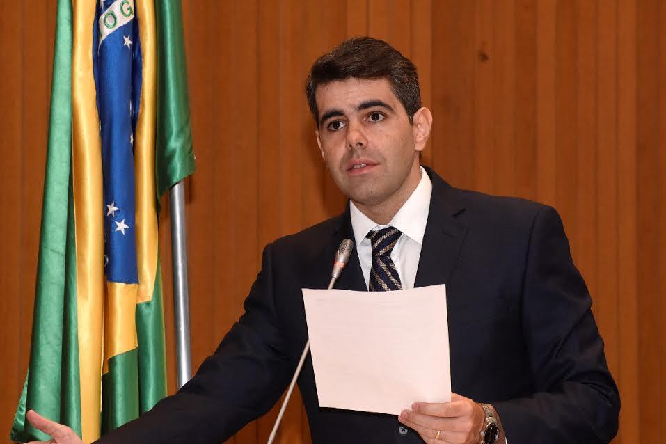 """Deputado Adriano Sarney protesta contra """"atropelo"""" em votação"""