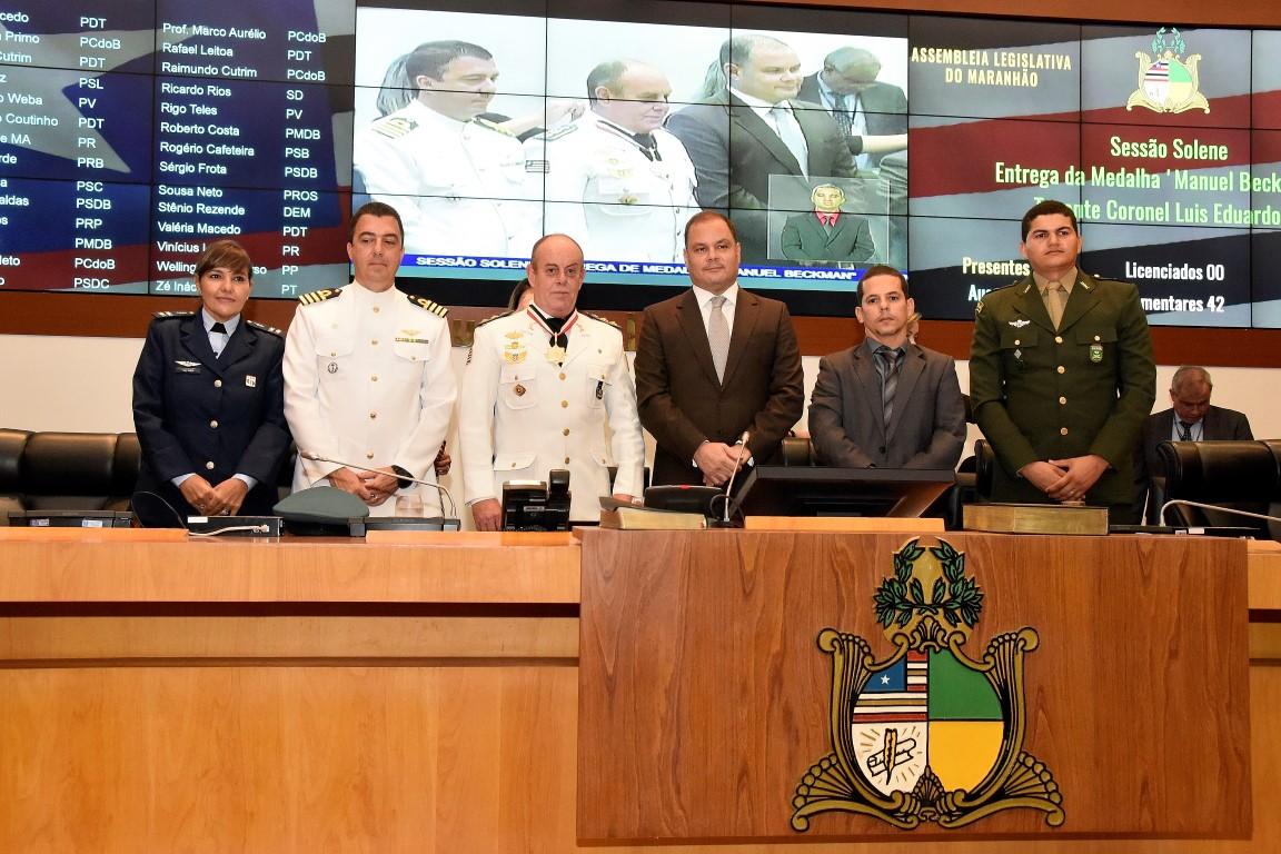 Rogério Cafeteira homenageia tenente coronel Luiz Eduardo Vaz em Sessão Solene