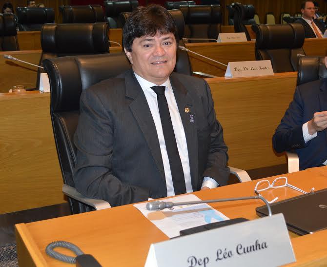Léo Cunha é empossado presidente da Comissão de Obras e Serviços Públicos