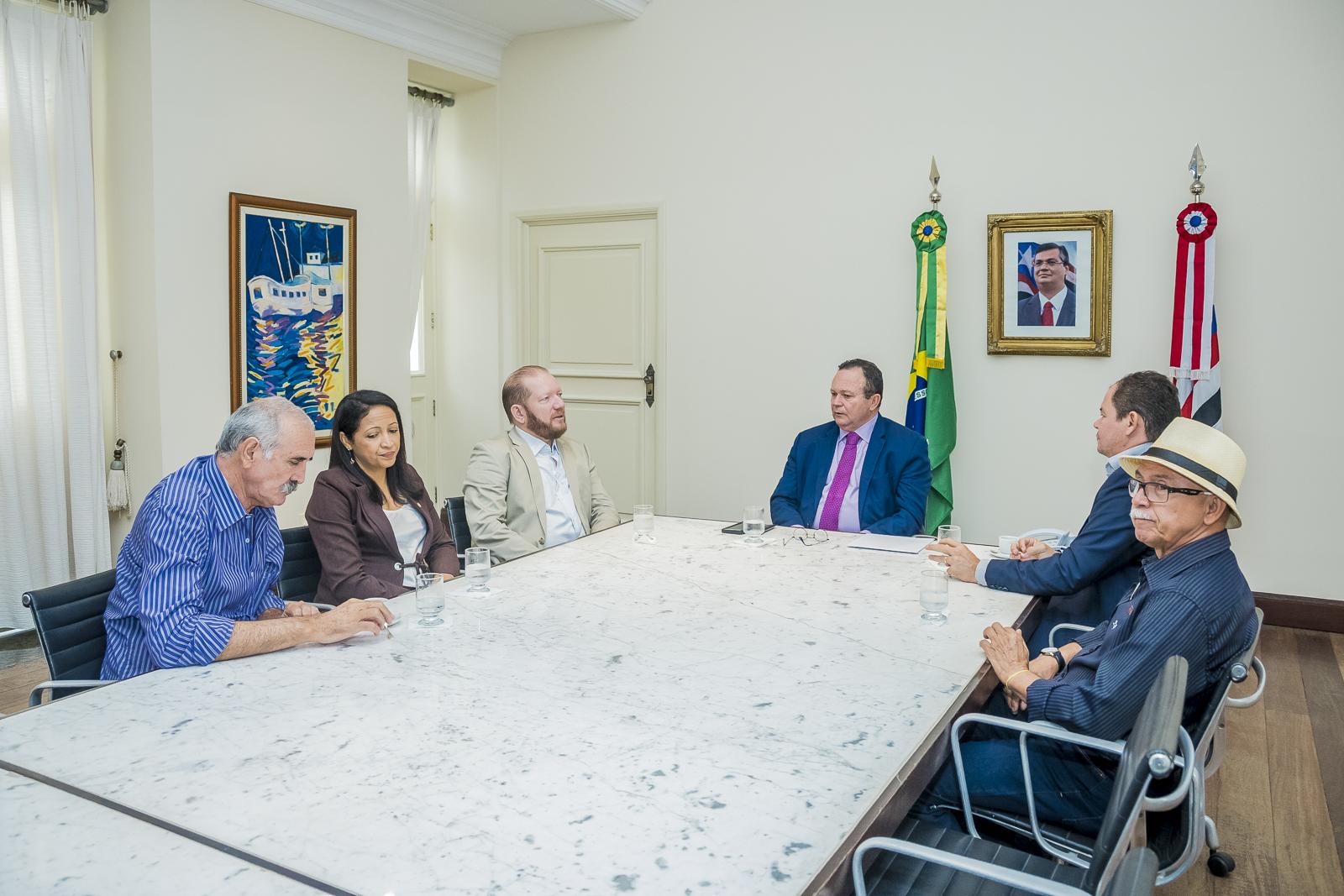 Othelino faz visita de cortesia ao governador em exercício Carlos Brandão
