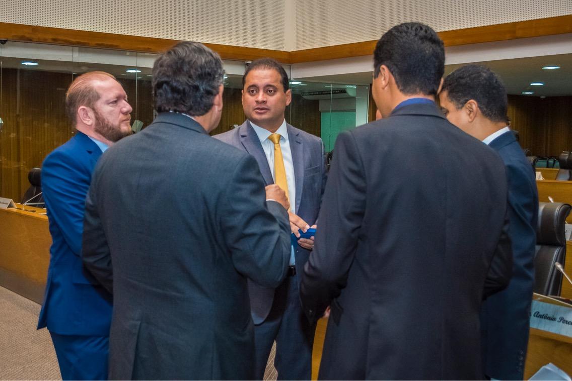 Presidente em exercício Othelino Neto recebe a visita de cortesia de Weverton Rocha