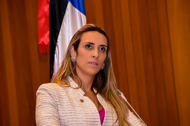 Deputada pedirá investigação de contrato entre governo e empresa de comunicação